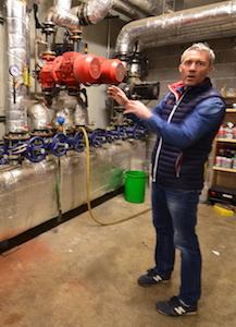 Philippe Meinrad dans la station des départs de chaleur, photo Frédéric Douard