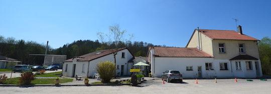Vue partielle du centre Emmaüs de Foulain, avec sa chaufferie bois à gauche, photo Frédéric Douard