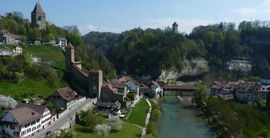 La Ville de Fribourg soutient ses propriétaires forestiers avec un nouveau réseau de chaleur au bois