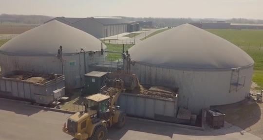 La coopérative Biogaz du Haut-Geer sèche du bois pour produire des briquettes