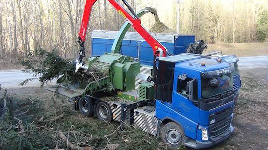 Déchiqueteuse Pezzolato PTH 1200/820 Hackertruck propulsée par le moteur du camion