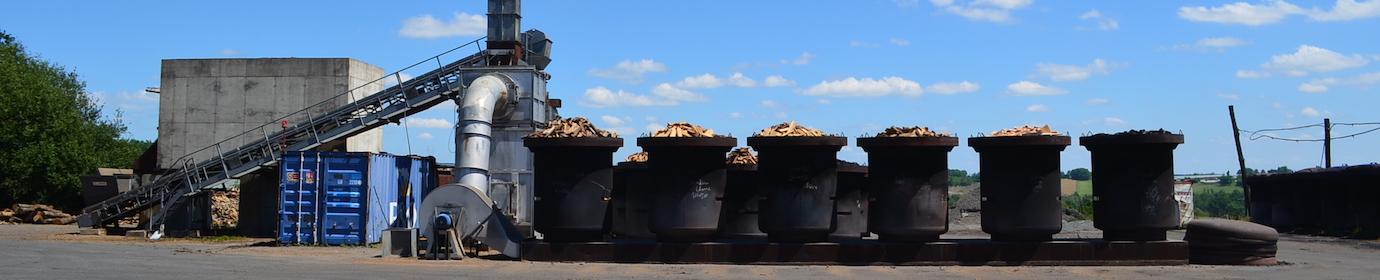 Ligne de séchage de bois avant carbonisation des Ets Rousseau, photo Frédéric Douard