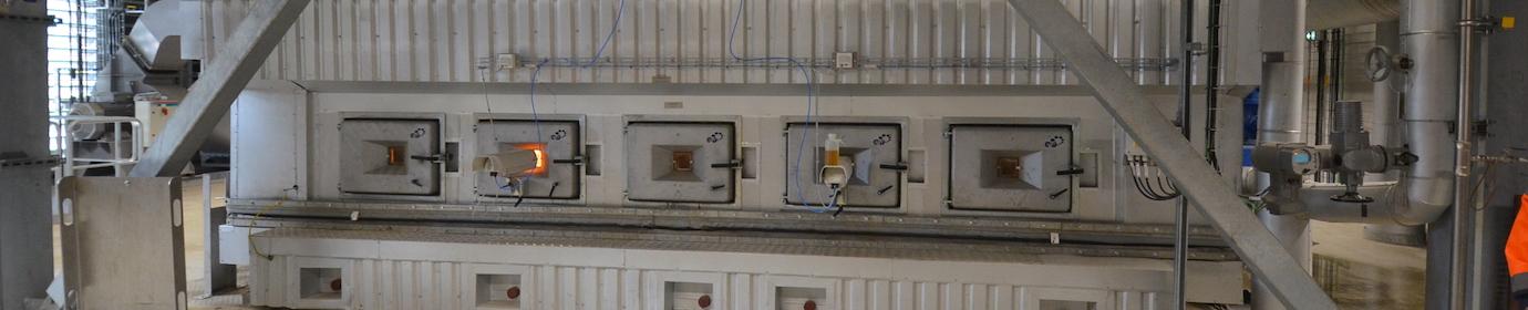 Portes de surveillance de la chaudière bois AET de BCN, photo Frédéric Douard