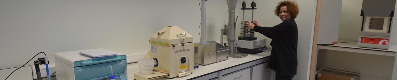 Laboratoire de granulation à La Roche-en-Brenil, photo Frédéric Douard