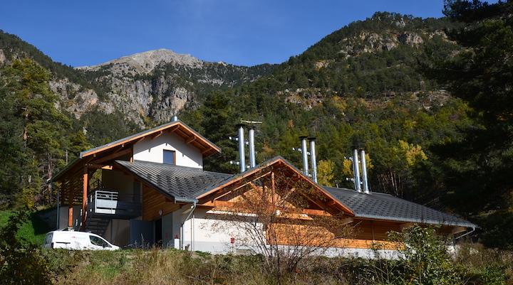 Le Centre Médical Chant'Ours à Briançon chauffé par six chaudières bois en cascade