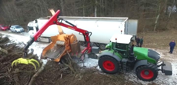 Chantier de déchiquetage de bois-énergie dans les Vosges avec un ValorMax D tracté